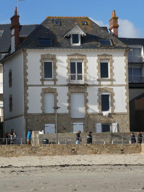 Vue Mer Accès direct Plage Terrasse Parking