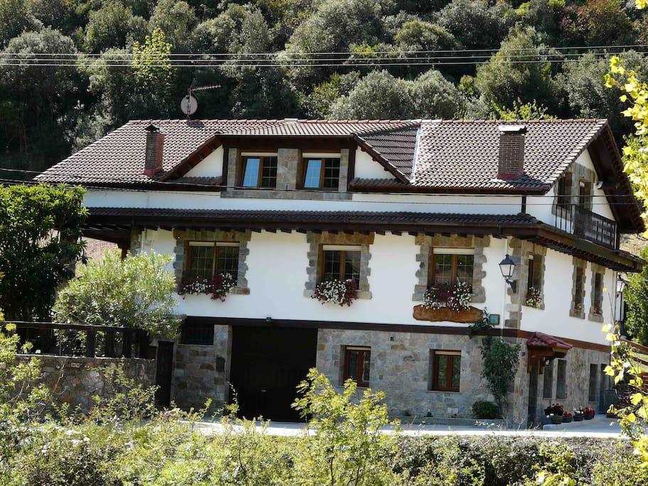 Edificio donde estan los Apartamentos Rurales Valverde