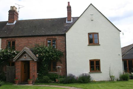 Peaceful double room in Oxfordshire village - Toot Baldon - Huis