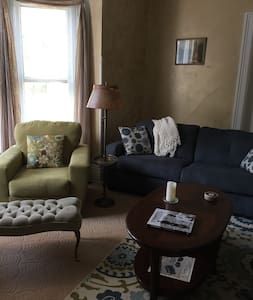 Charming Suite 3 blocks from Main St.