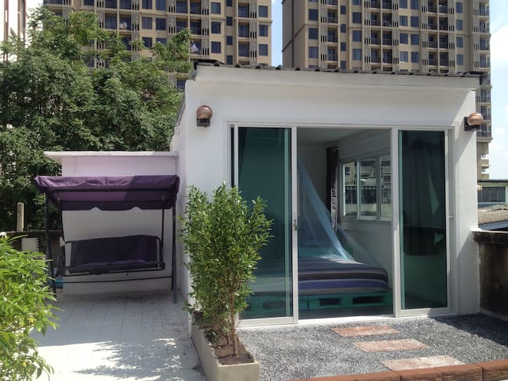 Rooftop ensuite+pool+ bbq/wifi/5mbts/AC/ICONSIAM