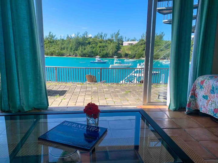 Tortuga - Studio Waterside Apartment with Pool