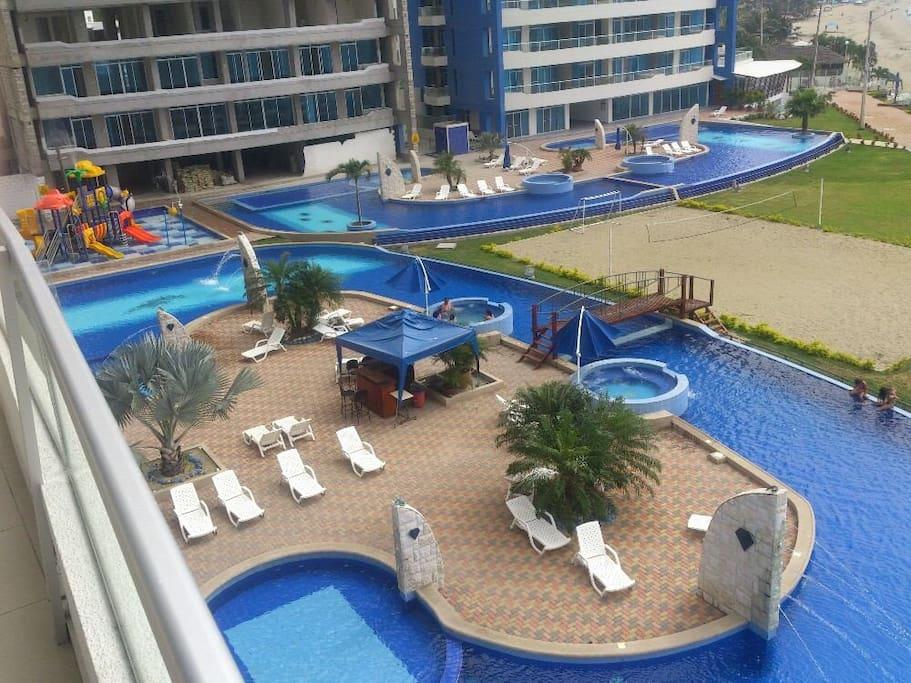 Área de piscinas y jacuzzi tipo crucero