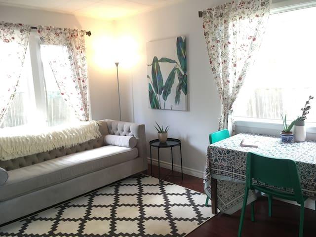 City Garden Suite - Bright One Bedroom Apt