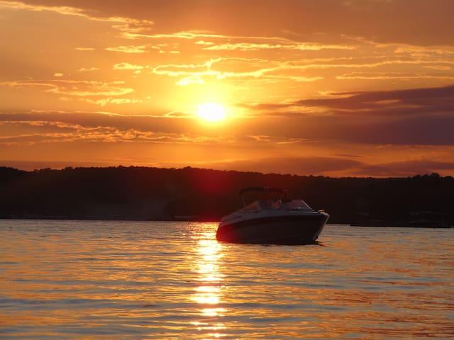 Swim Dock, Martini Deck, Boat Ramp, Jet ski slip!