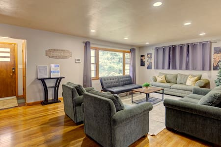 Spacious & Recently Renovated in the Country Club