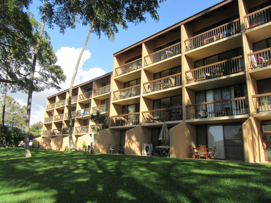Nice 4 floor building, the condo is located on the second floor