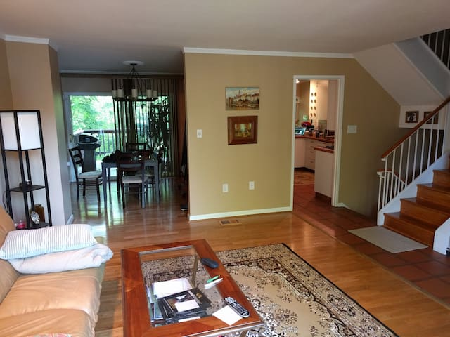 3br Townhouse in Potomac - Rockville - Townhouse