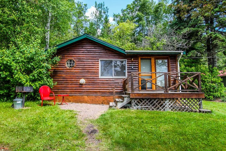 Opels Cabin 4 is only about 100 feet away from the Lake Superior shore with easy kayak access and beautiful starlit skies