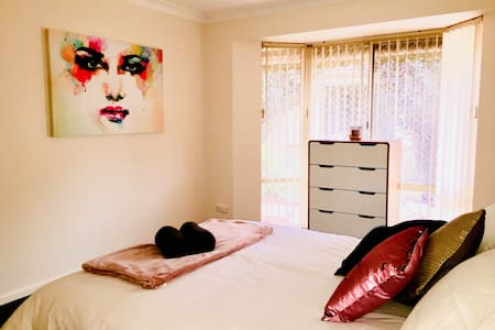 Spacious & clean 3b villa in Applecross