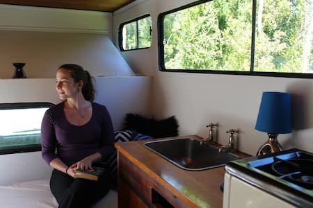"""Indy"" the native bush glampervan - Greymouth - รถบ้าน/รถ RV"