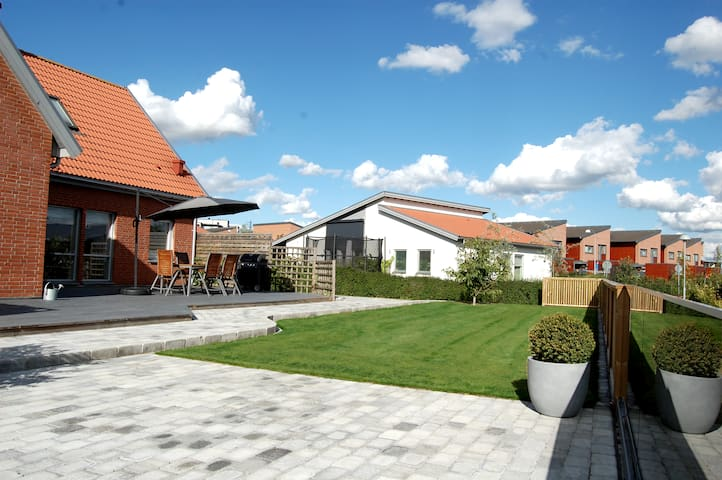 Family house 1.689 sq.ft with top garden - Lund - House