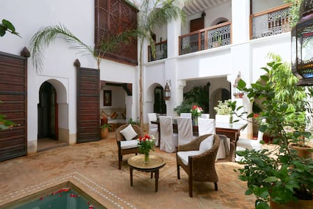 PRIVATE LUXURY RIAD, POOL WIFI AND TERRACE MEDINA