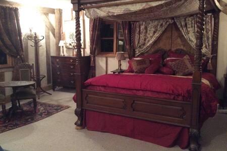 Tudor Suite - Westhall