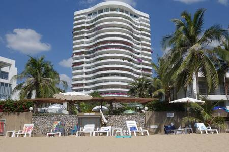 Affordable Beautiful Private Beach front Condo - Klaeng District - 公寓