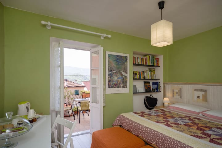 """""""Manuel"""" room, 1st floor,  private terrace/Stanza """"Manuel"""", 1° piano, balconcino privato."""