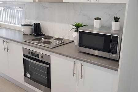 Modern 2 brm guest house, walk to Birrong station