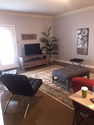 Bright, Comfortable and Convenient - Knoxville - Apartament