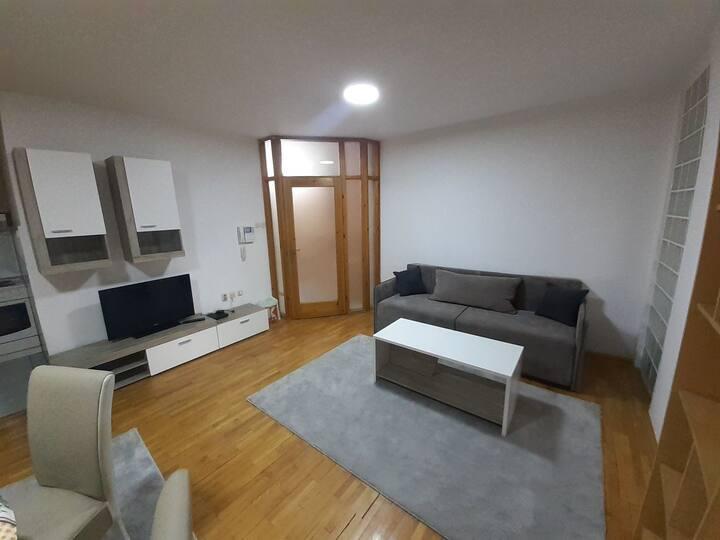 Cozy flat in the heart of Debar Maalo