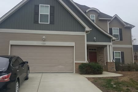 Big spacious house near downtown Raleigh - Knightdale - House