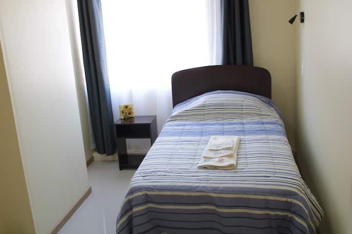 Hostal Beatriz. Habitación Single y baño privado