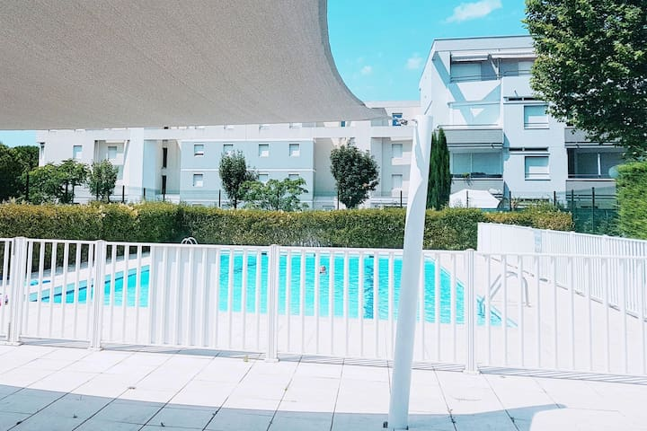BRIGHT APT -  BALCONY, SWIMMING POOL, FREE PARKING