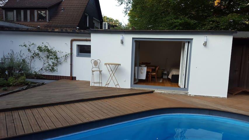 Gemütliches Modernes Poolhaus - Neu-Isenburg, Hessen, DE - Leilighet