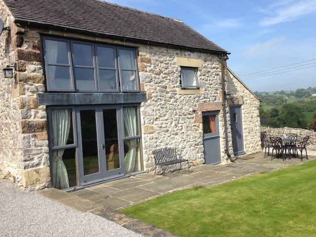 Bonsall holiday barn, fantastic views - sleeps 4