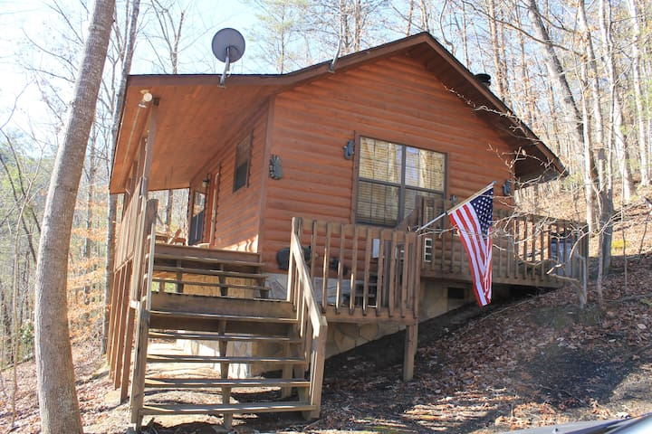 *Special* Secluded Cabin /w New Hot Tub!
