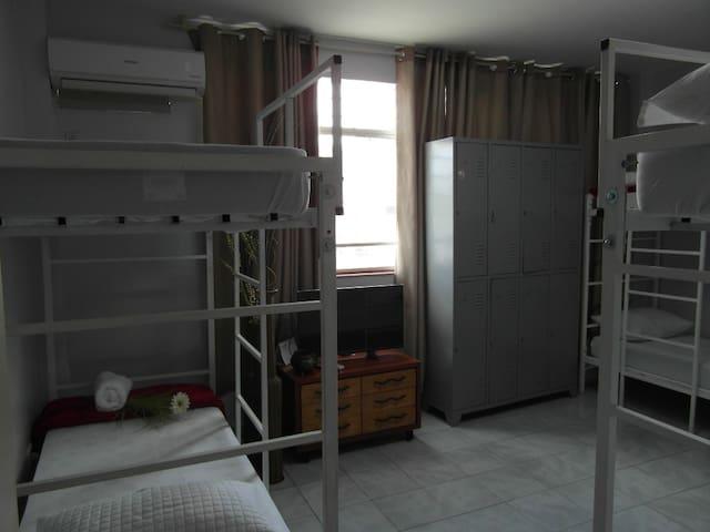 Cama em dormitório masculino. Melhor local de Bsb!