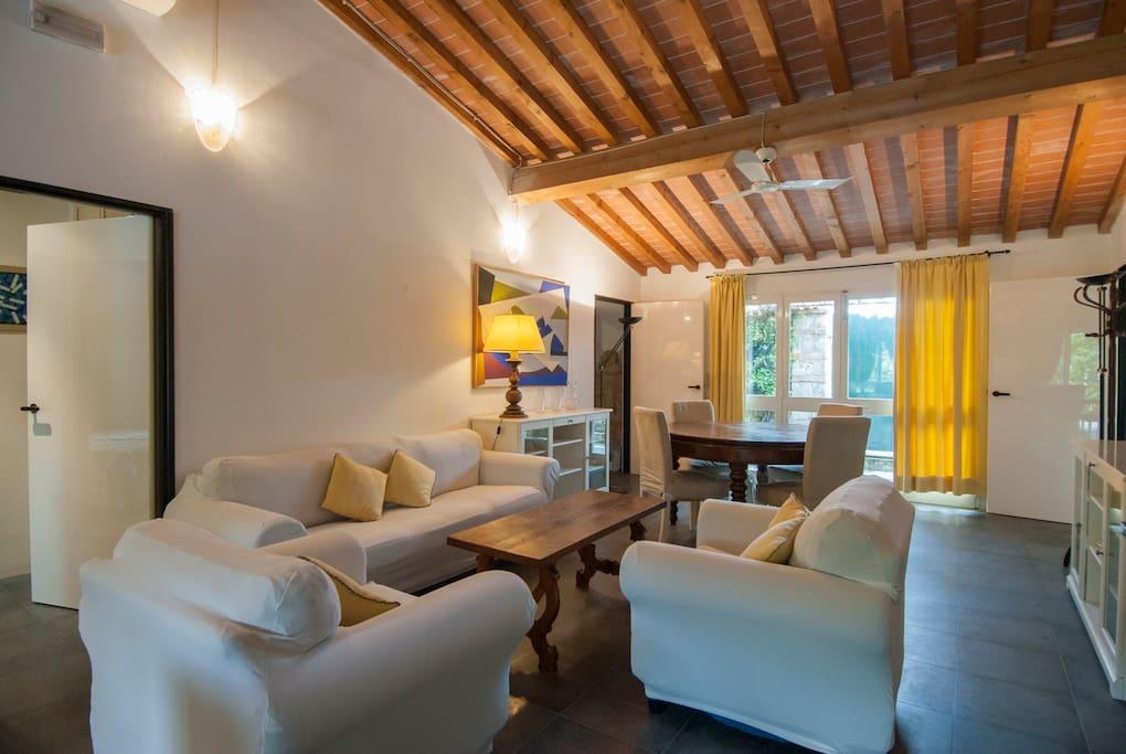 Soggiorno e zona divani