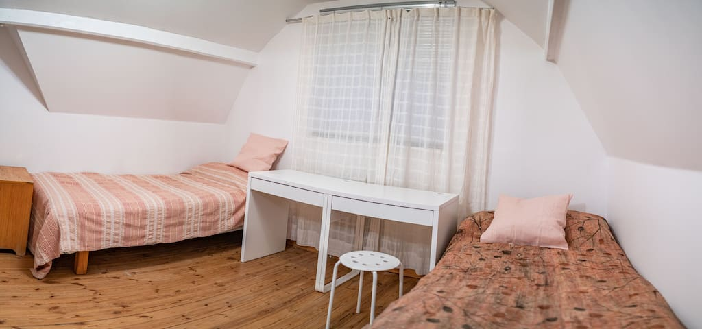 Room to West, 2 Beds