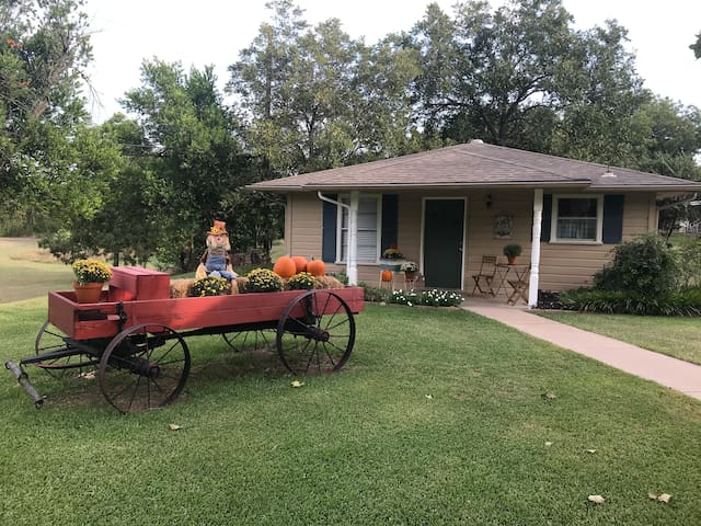 Newly Updated Guest Cottage