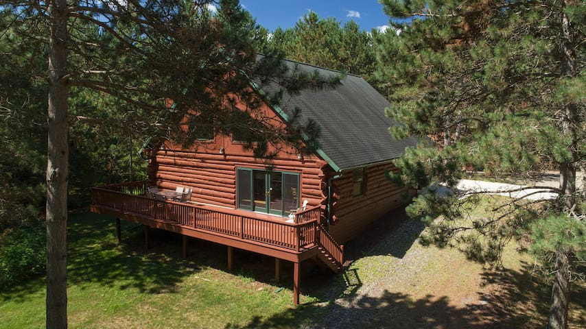 Whitefish Haven Huge Log home on Chain of 14 Lakes