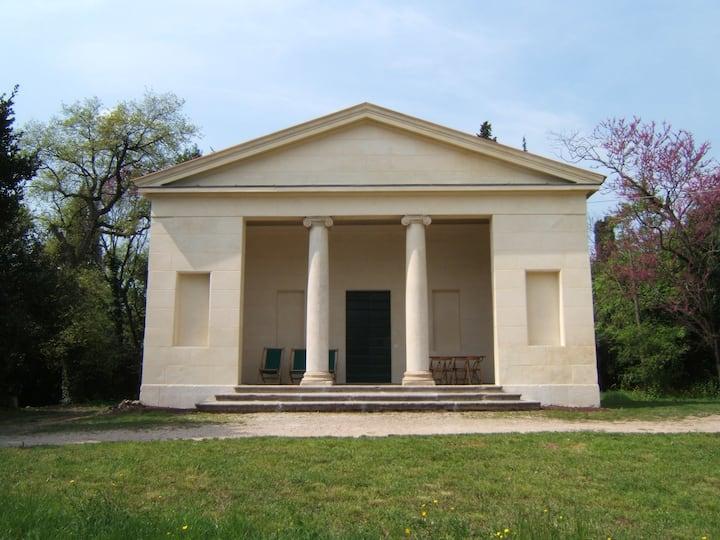 Romantic and unusual villa in the park: Tempietto