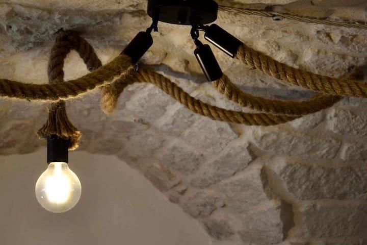 Particolare del lampadario (country chandelier)