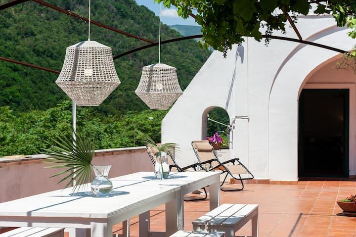 Villa Mina, pvt terrace in Amalfi Coast AC/WiFi