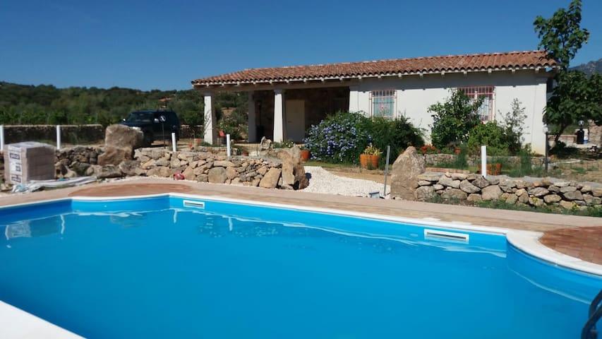 Villa Sa Prama con A/C - Oliena - 一軒家