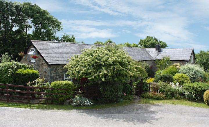 Beautiful Sea-View Countryside Cottage, Sleeps 12