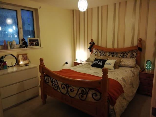 Lovely room in trendy Finnieston
