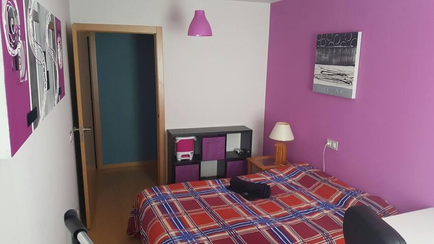 cama matriminio + ¿cama individual? - Pamplona - Hus