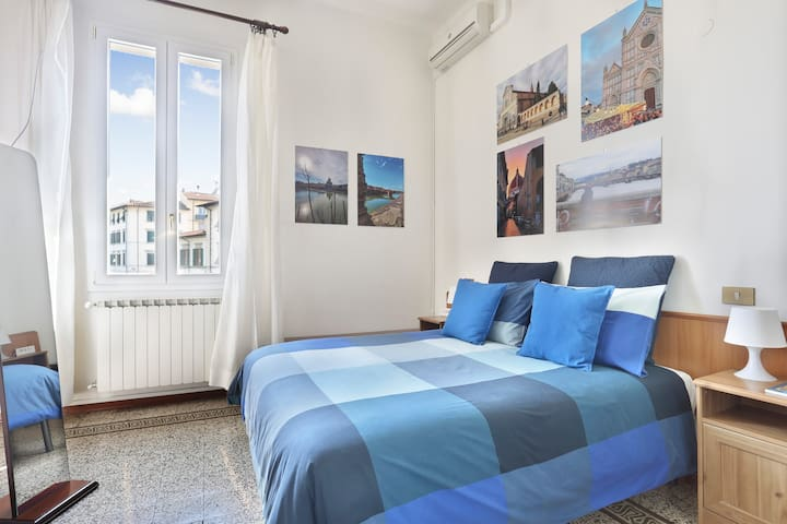 Double room with private bathroom, Ponte Vittoria