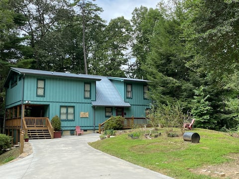 Tranquillity Place Cabin with hiking trails/creek