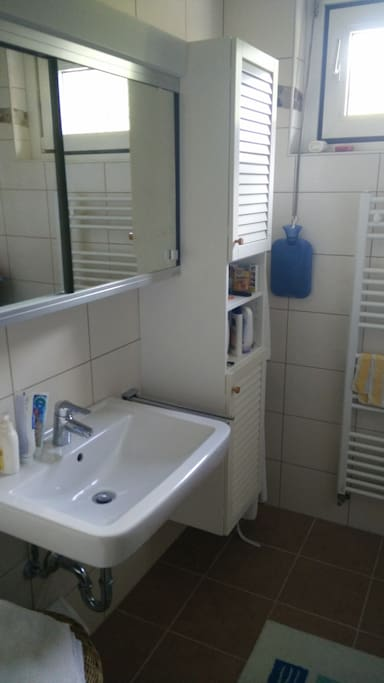 Bathroom with Shower/Badezimmer mit Dusche