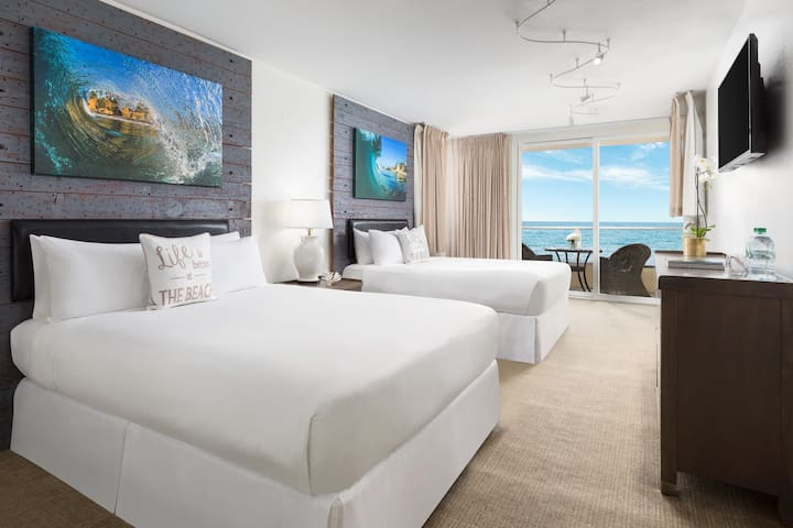 Amazing Oceanfront Two Queen Beds with Balcony