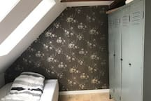 Soveværelse med 1½ mands seng på øverste etage
