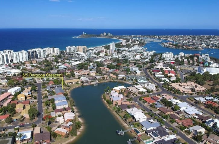 Mooloolaba Canal front