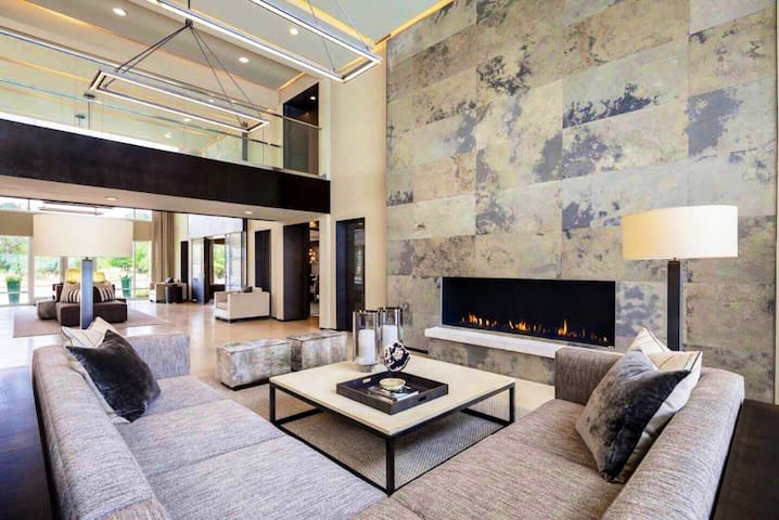 Hidden Modern Resort Style Apartment