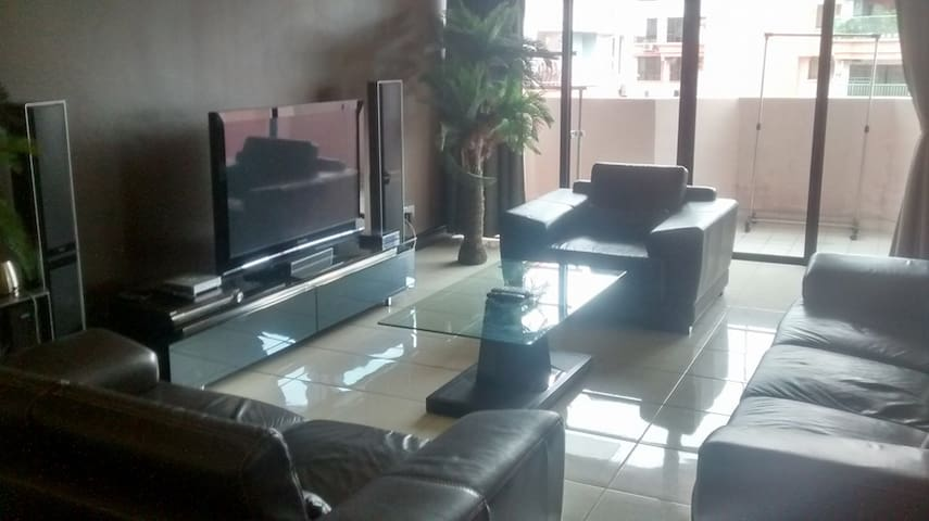 NBP 4 Bedroom Penthouse (sleeps 12) - Kota Kinabalu - Apartment