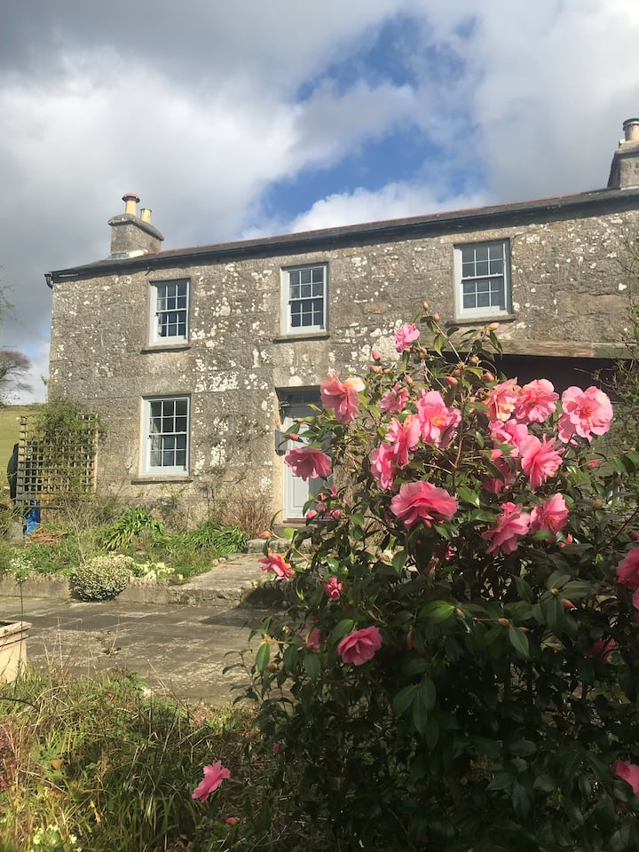 Listed cottage, room with great view and brekkie!